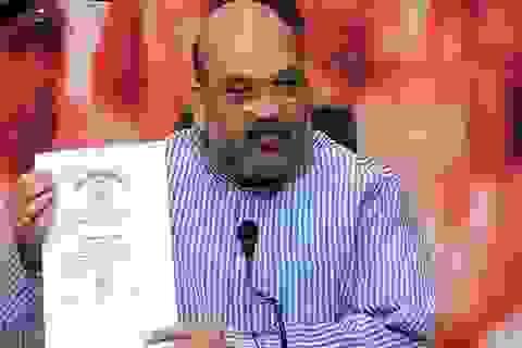 """Thủ tướng Ấn Độ """"trưng"""" tài liệu đáp trả nghi vấn bằng giả"""