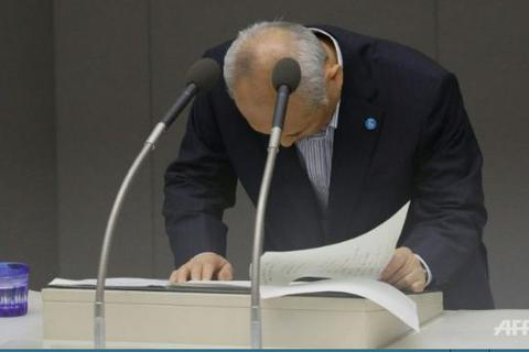 """Thị trưởng Tokyo cúi đầu xin lỗi người dân sau cáo buộc """"tiêu hoang"""""""