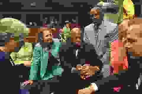 """""""Biểu tình ngồi"""" tại Hạ viện Mỹ yêu cầu kiểm soát súng đạn"""