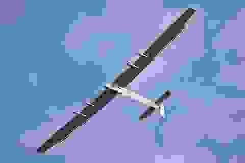 Máy bay chạy năng lượng mặt trời vượt Đại Tây Dương thành công