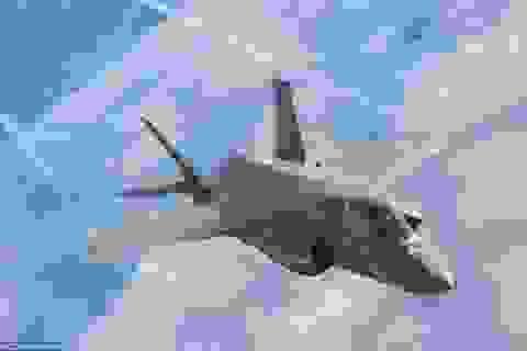 """""""Tia chớp"""" F-35 lần đầu tung cánh trên bầu trời Anh"""