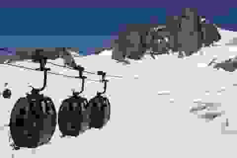 Hơn 100 người mắc kẹt trên cáp treo cao 3.000 mét tại Pháp