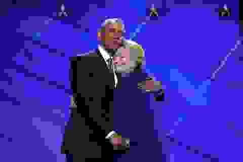Tổng thống Obama vào cuộc hỗ trợ bà Clinton giữa lúc ồn ào về vấn đề sức khỏe