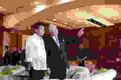 Tổng thống Philippines hát karaoke cùng Thủ tướng Malaysia
