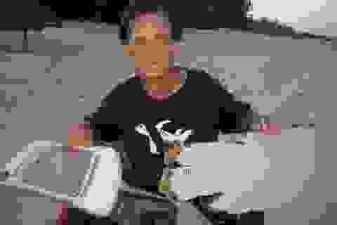 Luật sư Mỹ bàn giao mảnh vỡ nghi của MH370 cho Malaysia