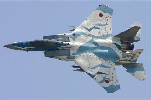 Trung Quốc phản ứng sau vụ Nhật Bản bắn pháo sáng về phía máy bay quân sự