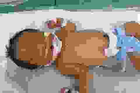 Quảng Bình: Sản phụ đẻ rơi bé gái nặng 2,5kg ngay trên taxi