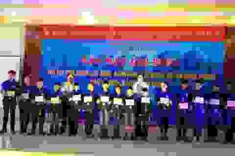 Trao học bổng cho con cán bộ, chiến sỹ Hải quân, Cảnh sát biển, Kiểm ngư và Bộ đội Biên phòng