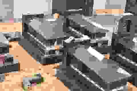 Hàng chục bia mộ bị đập phá tan hoang trong đêm