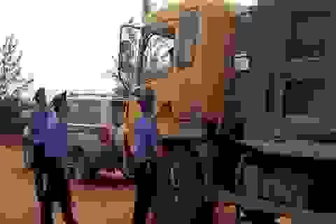 Chống đối Thanh tra giao thông, lái xe cố thủ trong cabin