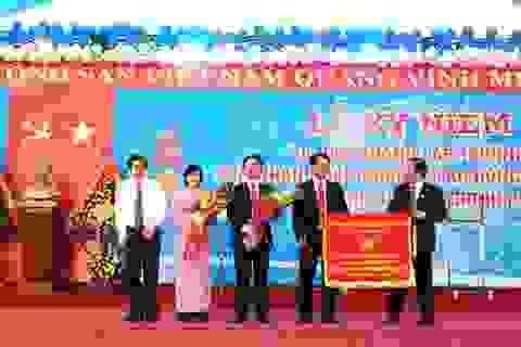 Trường THPT chuyên Võ Nguyên Giáp đón nhận Huân chương Lao động hạng Nhì