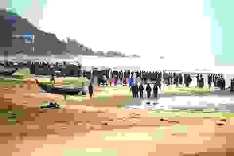 Hàng chục tàu cá bị sóng đánh chìm, 1 người mất tích