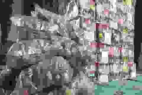 Bắt giữ vụ vận chuyển hơn 200 kg pháo lậu từ Lào về Việt Nam