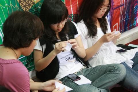 1.000 hạc giấy cầu nguyện cho em Nguyễn Văn Nam
