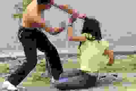 Bị bạn trai bạo hành, nữ sinh vẫn yêu dại khờ