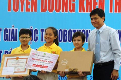 Khen thưởng học sinh tiểu học đạt giải Robothon