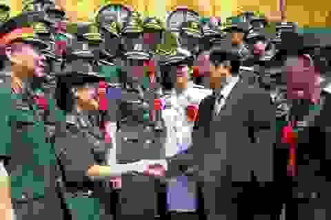 Chủ tịch nước gặp mặt các gương điển hình phụ nữ quân đội