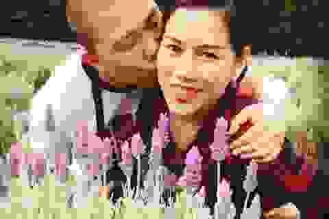 Diễn viên Hải Anh nồng nàn hôn vợ trên đất Úc