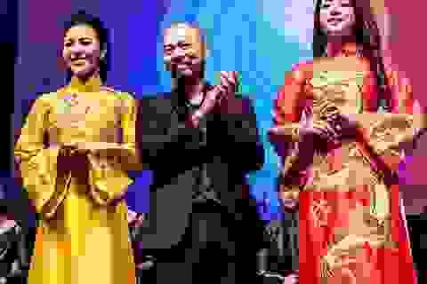 NTK Đức Hùng mang áo dài Việt đi Châu Âu