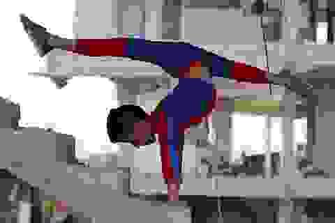 """Cậu bé """"Người Nhện"""" đưa lại niềm tin và hy vọng cho Dải Gaza"""