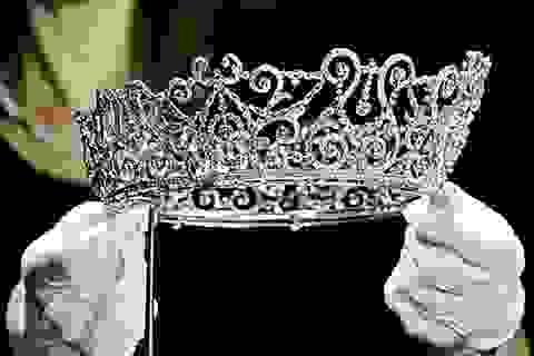 Choáng ngợp trước những chiếc vương miện đắt giá nhất thế giới