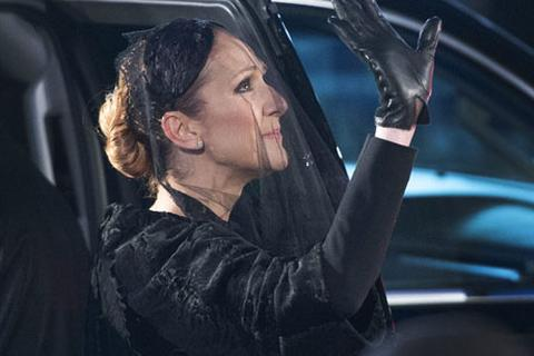 Celine Dion nói lời tạm biệt cuối cùng với chồng