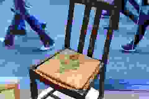 Tại sao chiếc ghế cũ này có giá gần 9 tỉ đồng?