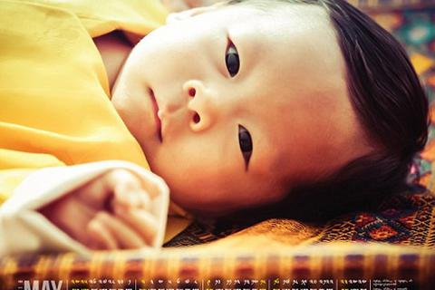 Hình ảnh hoàng tử bé Bhutan gây sốt trên báo phương Tây