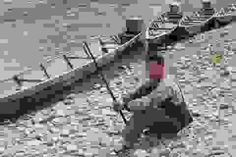 Súng cướp cò, cháu bé 14 tuổi chết trong rừng