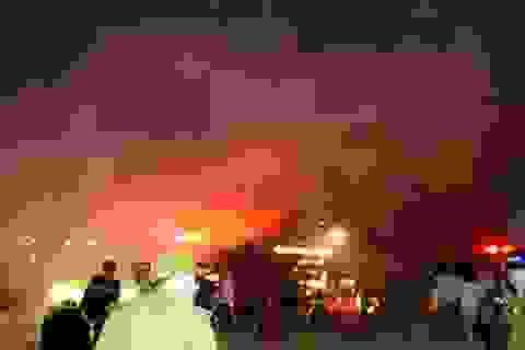 Cháy ngùn ngụt ở xưởng giấy