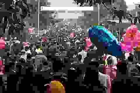 Hàng vạn người đến đền Thánh Antôn cầu xin Thánh hóa công việc làm ăn