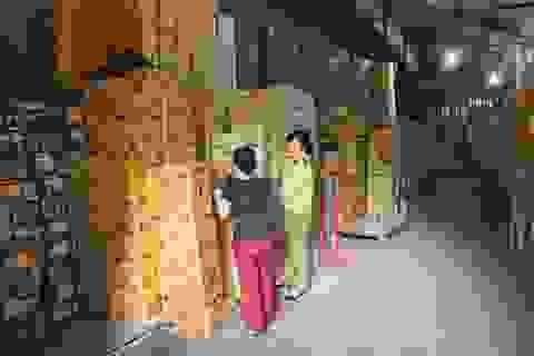 Hà Nội: Phát hiện hàng chục tấn bánh kẹo, mỹ phẩm…nghi hàng lậu