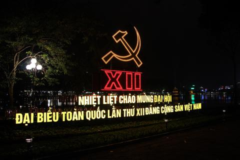 Hà Nội trang hoàng đường phố mừng Đại hội Đảng