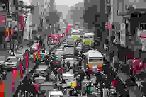 Hà Nội: Nhiều tuyến đường ùn tắc kéo dài giữa trưa