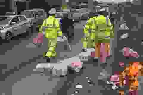 CSGT Hà Nội kịp thời cứu xe máy khỏi bốc cháy giữa đường