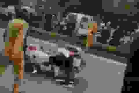Tài xế xe tải húc đổ xe CSGT vì... sợ bị kiểm tra giấy tờ