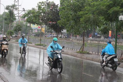 Ảnh hưởng của không khí lạnh, Hà Nội đón mưa giông mạnh