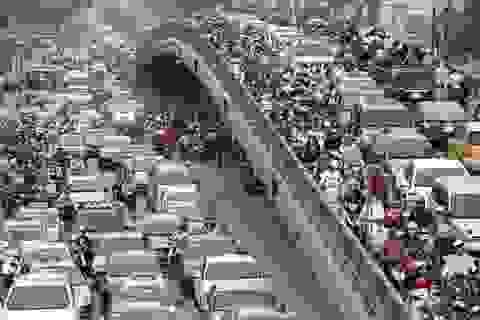 """Bất lực với hàng nghìn taxi ngoại tỉnh """"đổ"""" về Hà Nội hoạt động"""