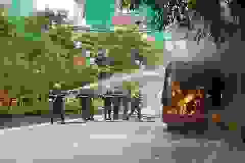 Hà Nội: Xe buýt bốc cháy dữ dội, hành khách hoảng loạn tháo chạy