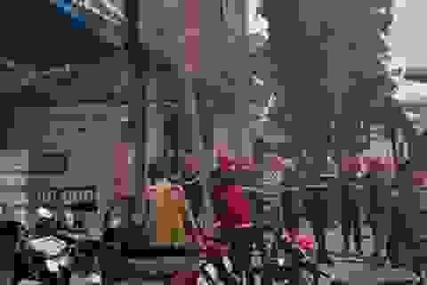 Hà Nội: Ngôi nhà 5 tầng trên phố Cầu Giấy bất ngờ bốc cháy