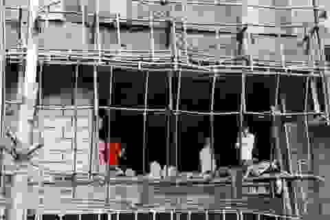 Hiện trường tan hoang sau vụ cháy quán karaoke làm 13 người chết