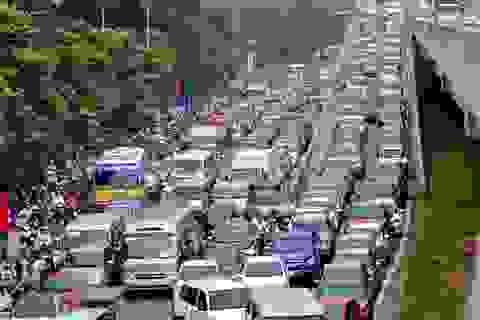 """Xử lý taxi ngoại tỉnh """"nằm vùng"""" ở Hà Nội bằng cách nào?"""