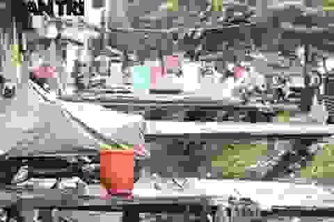 """Những cây cầu """"khỉ"""" mục nát giữa trung tâm thủ đô Hà Nội"""