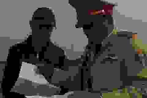 """CSGT mật phục dẹp bỏ """"bến xe"""" trên cao độc nhất Hà Nội"""