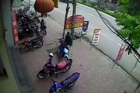 Video: Tên trộm thư sinh bẻ khóa, trộm xe trong 4 giây