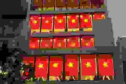 Người Hà Nội treo cờ Tổ quốc, phản đối hành động sai trái của Trung Quốc