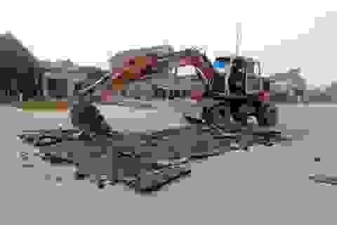 Mặt thảm đường vừa thi công đã phải cắt bỏ: Lỗi do lớp bê tông nhựa?