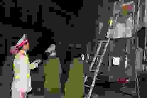 Bắt 2 xe chở hàng Trung Quốc trái phép trong đêm