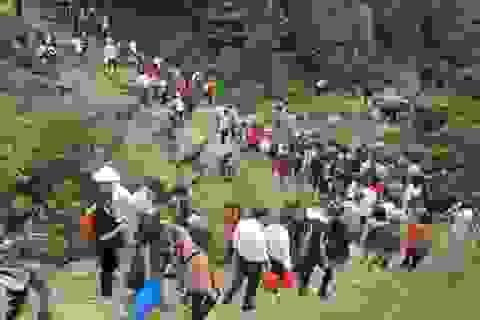 Hơn 15 vạn lượt người đến với chùa Hương Tích