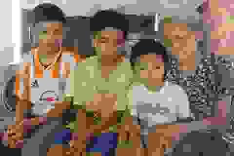 3 đứa trẻ thơ khốn đốn trước  cảnh bố mất vì tai nạn, mẹ chết vì ung thư